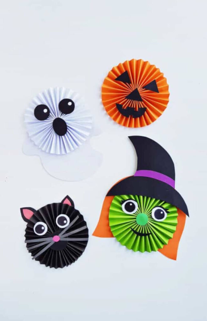 fun and easy craft for Halloween featuring a cat, a ghost, a witch and a cat with an accordion paper technique