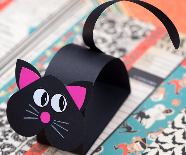 easy craft for kids for Halloween featuring black cat craft made with paper