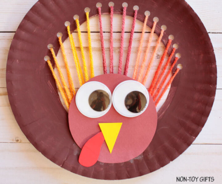 Turkey craft for kids made with paper plates and yarn